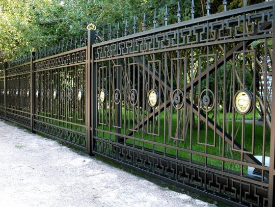 Паркани, навіси, ворота для облаштування будинку і ділянки