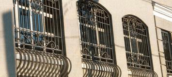 Установка решеток на окна в исторической части г. Киев