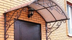 козирок для вхідних дверей з ліхтарем фото 48