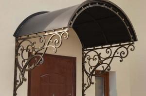 кованый металлический козырек над входной дверью фото 5