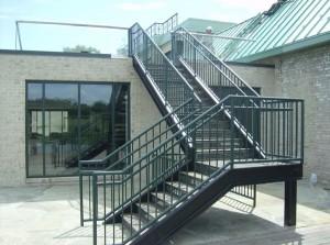 внешняя сварная лестница на крышу