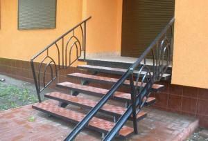 лестница из металла внешняя