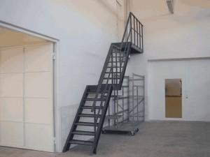 противопожарная металлическая лестница
