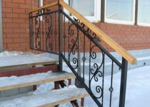внешняя кованая лестница для крыльца
