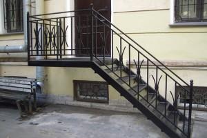 металлическая лестница для отдельного входа