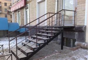 лестница сварная с поручнями