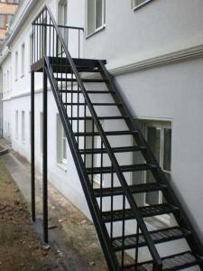 наружная сварная лестница на второй этаж