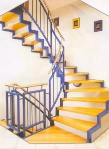 лестница сварная с деревянными ступенями