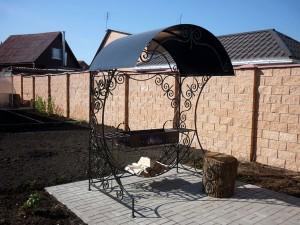 стационарный мангал с крышей