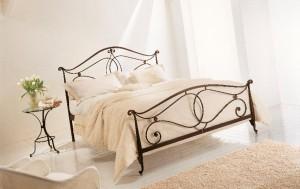 кровать кованая изящная