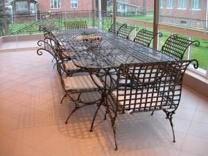 банкетный стол и стулья ковка