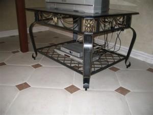 стол журнальный кованый в залу