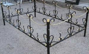 кованая оградка недорогая на могилу Киев