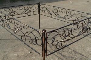 недорогая кованая оградка на кладбище Киев