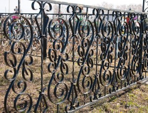 высокая оградка для могилы на заказ