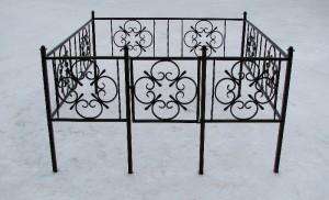 простая кладбищенская оградка