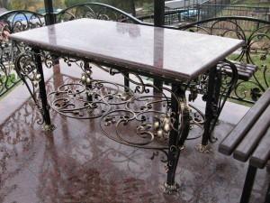 кованая ограда, столик, скамейка на кладбище от производителя