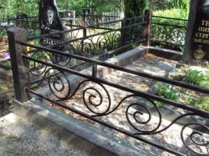 готовая оградка на могилу с ковкой недорого