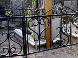 готовая кованая оградка на могилу