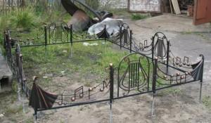 оградка на могилу художественная ковка под заказ