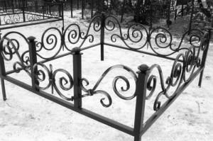 оградка на могилу ковка
