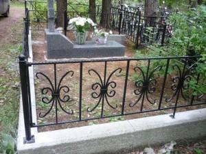 оградка на могилу с установкой