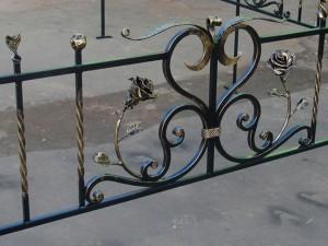 красивая кованая ограда для могилы