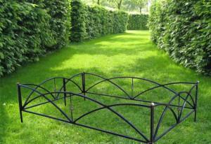 простая ритуальная ограда