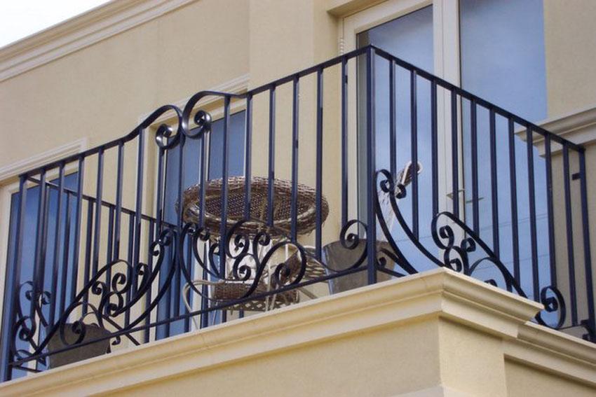 Кованые и сварные ограждения балкона, лестниц, клумб в киеве.