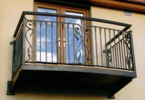 кованое ограждение и перила для балкона