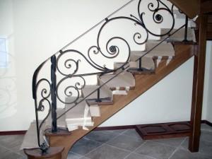 перила для деревянной лестницы на второй уровень