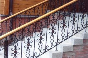 сварные перила для бетонной лестницы