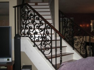 Wrought-Iron-Staircase-Railings-915x686