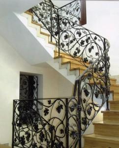 кованые перила для ломаной лестницы