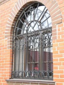 красивые решетки на радиусные окна