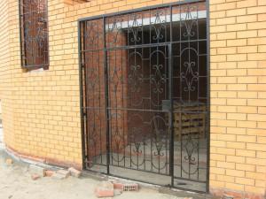 сварная решетка для входа в гараж