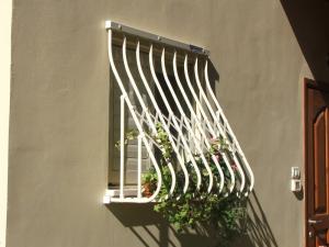 """""""луковица"""" сварная решетка на окне"""