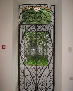 кованая решетка на входную дверь