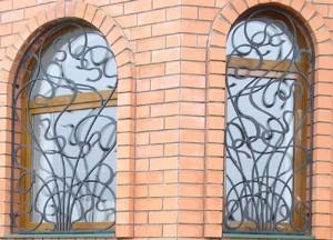 художественная ковка на радиусные окна