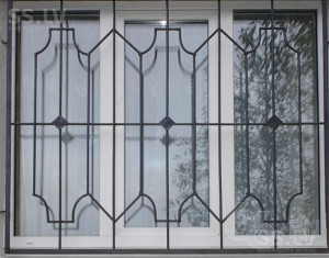 металлические оконные решетки с коваными элементами