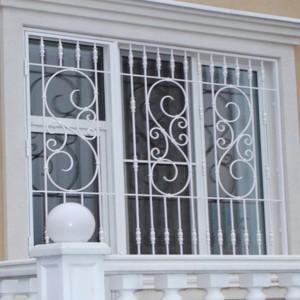 решетки на окна белого цвета