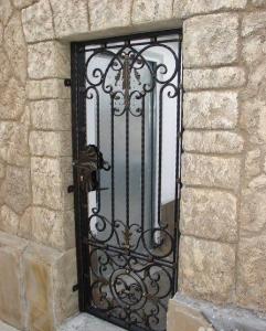 решетка кованая на дверь