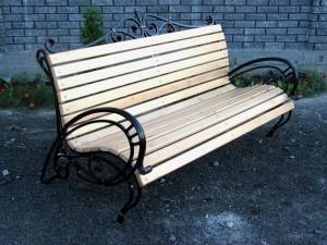 недорогая садовая парковая скамейка