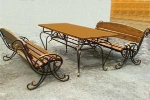 кованые скамейки со столом