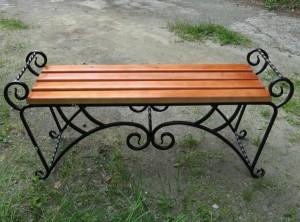 кованая скамейка в сад