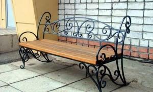 скамейка кованая с подлокотниками и спинкой