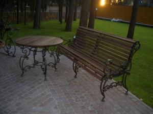 кованый стол и садовая скамейка от производителя