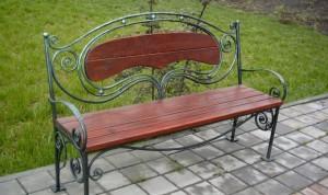 кованая садовая скамейка на дачу