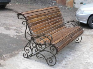 кованая скамейка на дачу