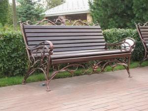 большая кованая скамейка для сада